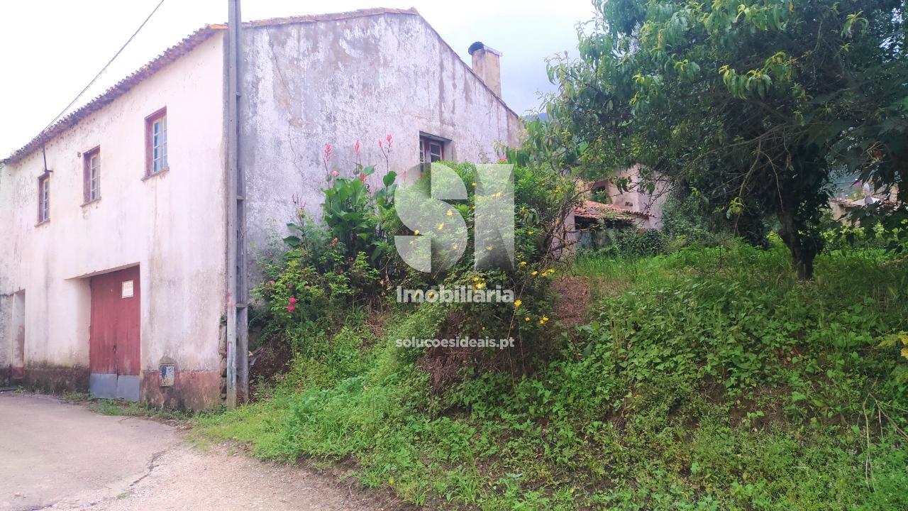 moradia para restaurar t3 para compra em lousa uniao das freguesias de lousa e vilarinho LSASL382