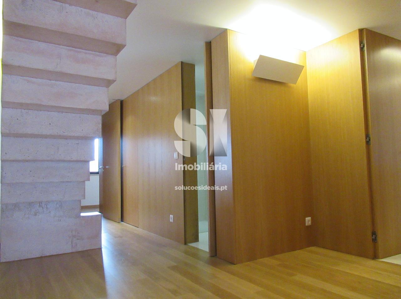apartamento t4 para compra em coimbra santo antonio dos olivais celas CPTLJA124