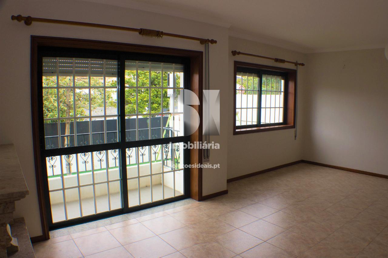 moradia geminada t4 para compra em maia vila nova da telha MAIIB226