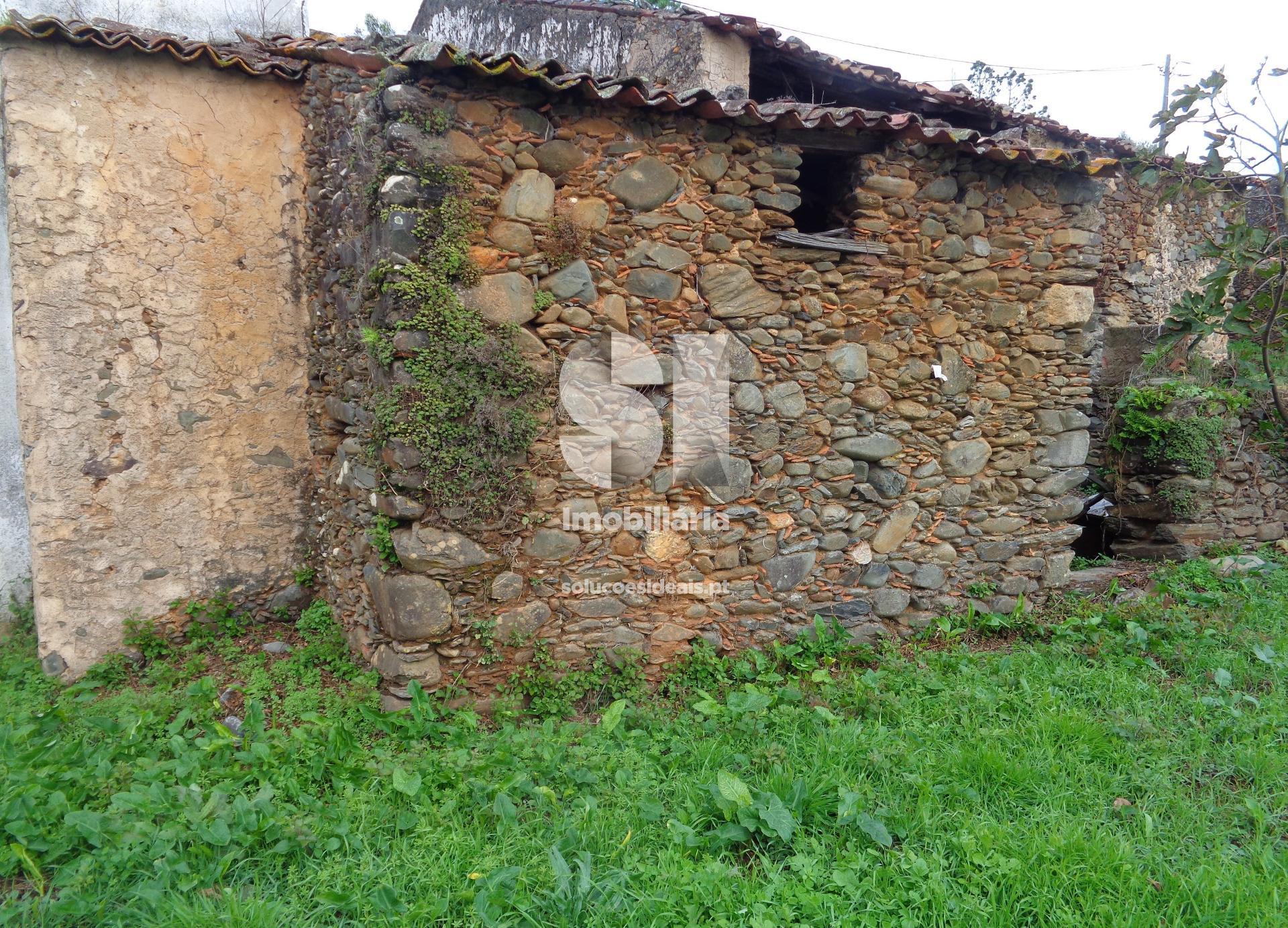 moradia para restaurar t3 para compra em lousa uniao das freguesias de lousa e vilarinho LSANS575