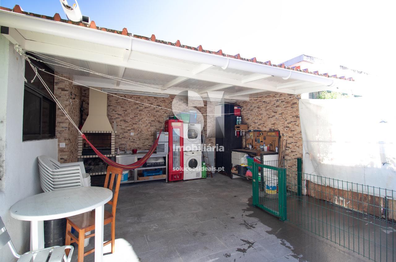 apartamento t2 para compra em almada uniao das freguesias de laranjeiro e feijo LARLO623