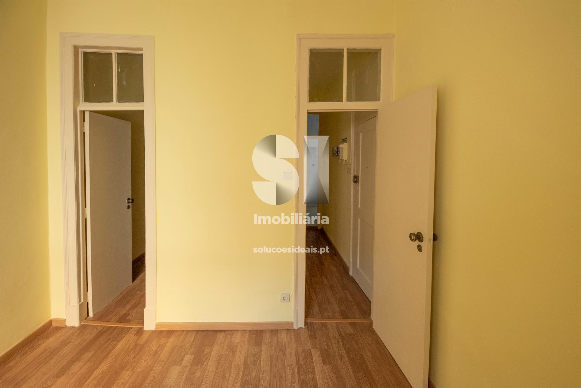 Acesso ao quarto e corredor