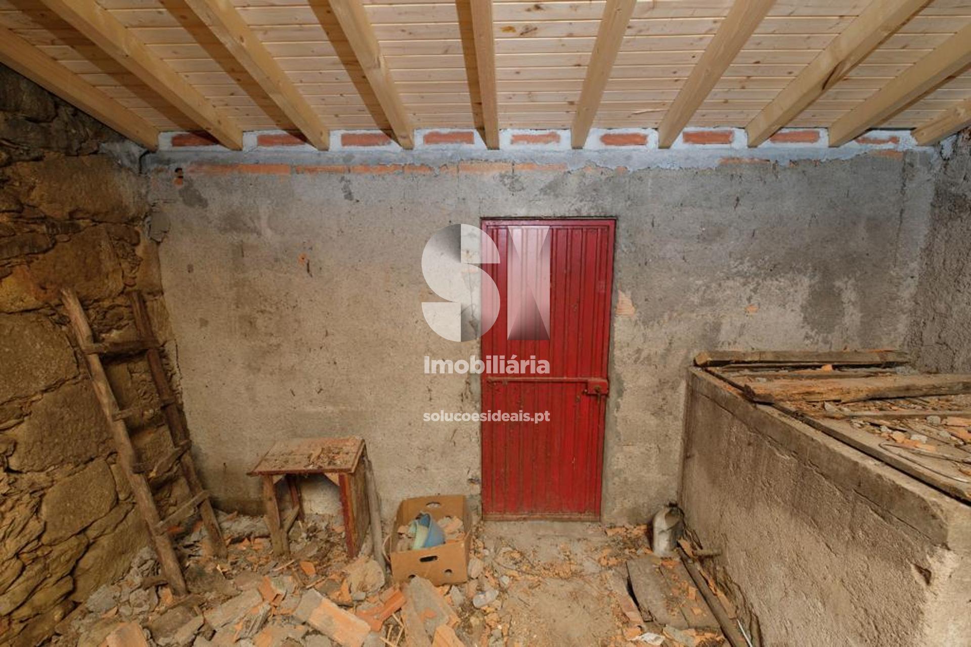 moradia para restaurar t2 para compra em vila nova de poiares poiares santo andre LSAYP610