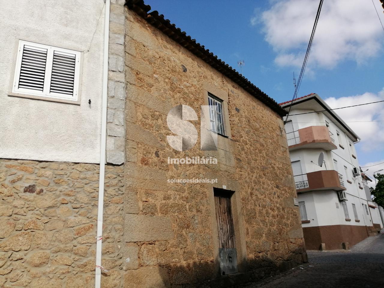 moradia para restaurar t31 para compra em castelo branco uniao das freguesias de escalos de cima e lousa CBZAP399