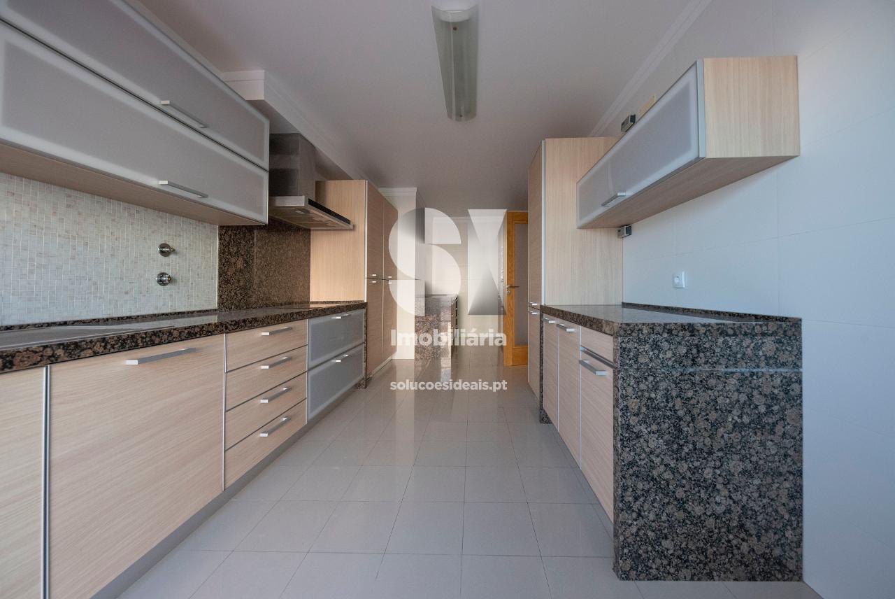apartamento t3 duplex para arrendamento em oeiras uniao das freguesias de alges lindaavelha e cruz quebradadafundo LVATA298