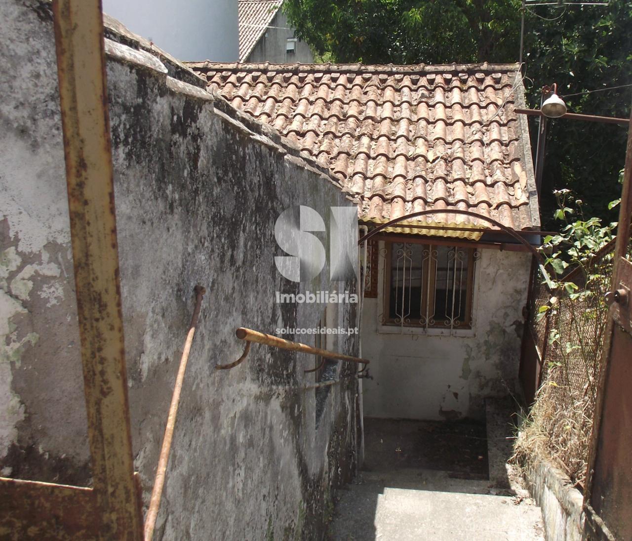 moradia para restaurar t12 para compra em lousa uniao das freguesias de lousa e vilarinho LSAAC253